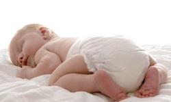 Малыш в подгузнике